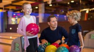 Familie til bowling